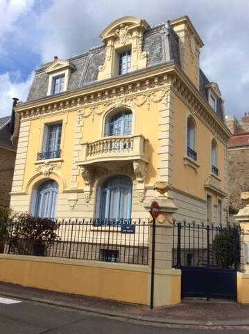 Appartement dans belle villa plein centre - Dinard - Huoneisto
