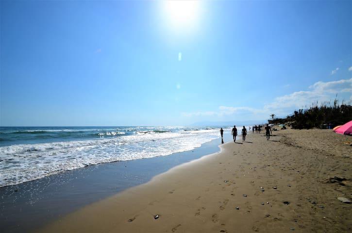A tan solo 20 metros de la mejor playa!!!
