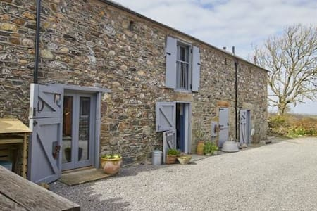 The Mews: perfect for up to 7 adults & 3 children