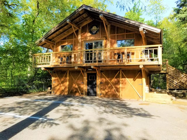 NorthCoast❤s Chalet ★Centrally Located★ Walk 2 Bay