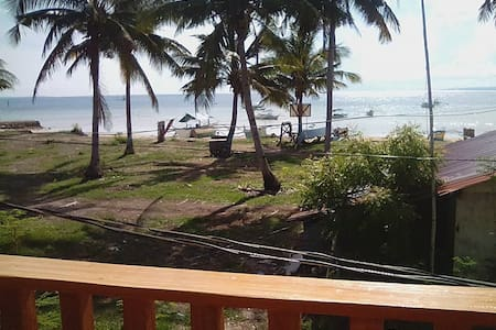 Very affordable room close to the beach! - Bayan ng Santa Fe - Rumah Tamu