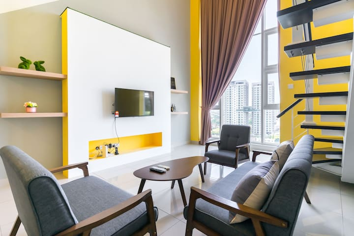 Yellow Cheer| Duplex Suite | Free wifi and parking