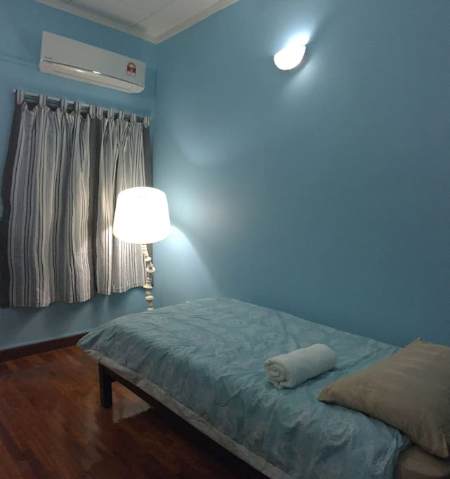 Skyblue Room (1-2 guests): My favorite room! Just painted, brand new aircon and newly upgraded. My beautiful blue room has a single bed with space for a floor mattress.