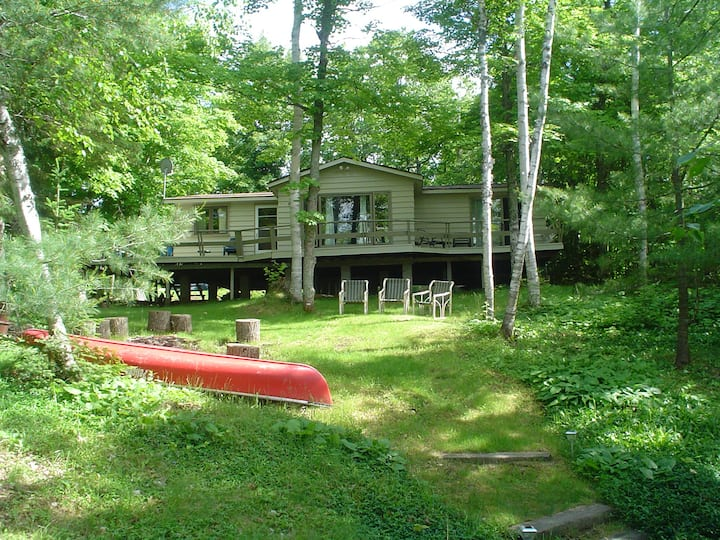 FISH ON ! Woodsy Lakefront Spacious Cottage-for4