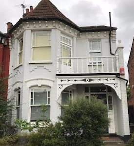 Lovely Double/en suite 20 mins from West End