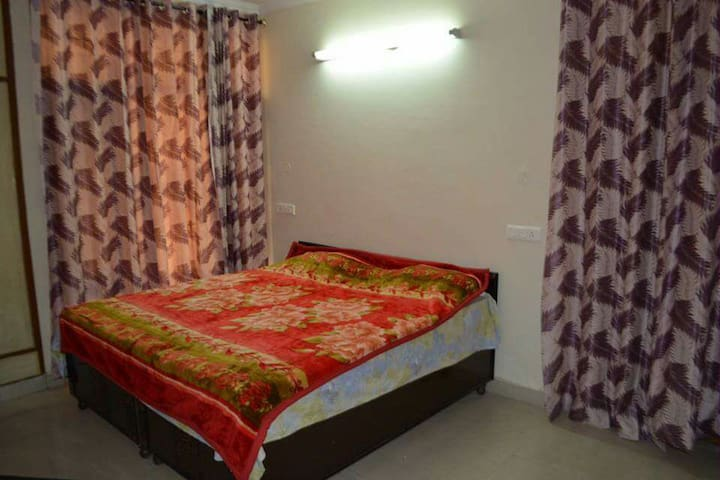 Pal Penthouse-Double occpancy rooms - Zirakpur - Huoneisto