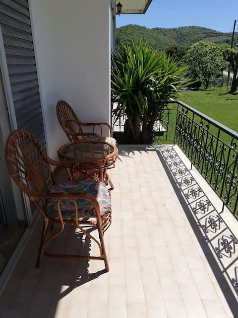Comfy Appartment with garden in Karteri
