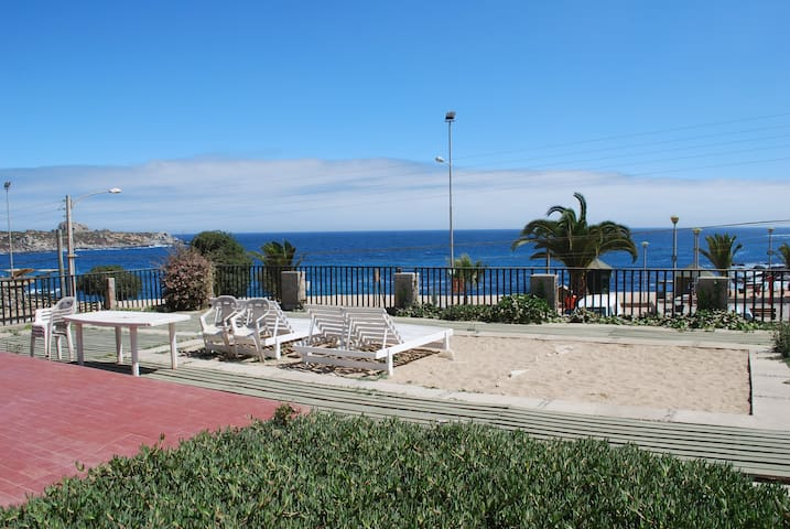 Gran Casa en Punta de Tralca, a pasos de la arena - Isla Negra - Dom