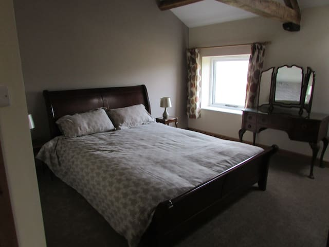 King size bed with en suite shower.