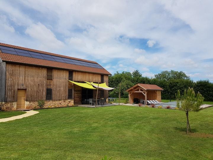 Séchoir à tabac style loft, piscine, Périgord Noir
