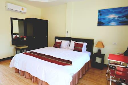 Room 1 - Kamala Beach Guesthouse - Butikový hotel