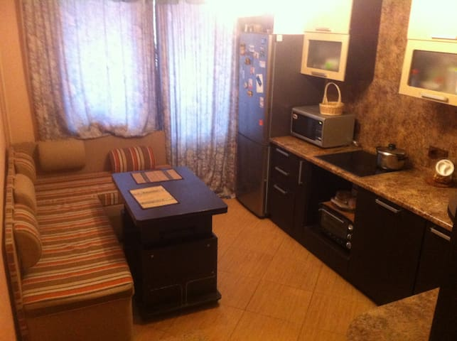 Квартира для гостей столицы и загородного отдыха. - Zelenyy - Appartement