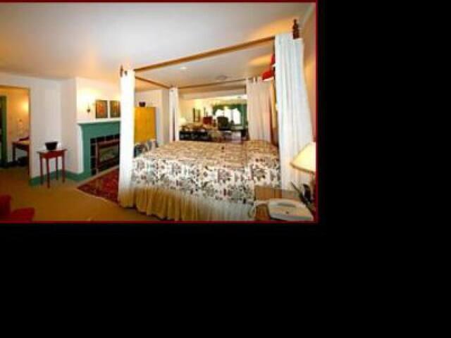 Barnside Early American Luxury Suite 201
