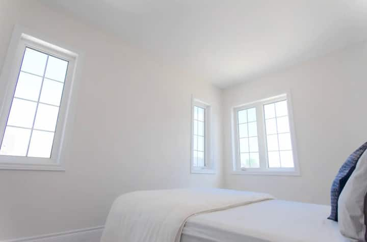 Private Luxe Bedroom v/views -  Halton Hills