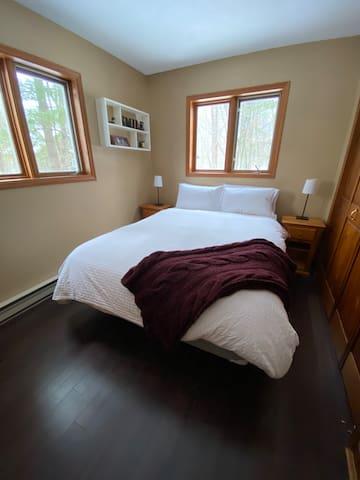 Queen Bedroom 1 (Ground floor)