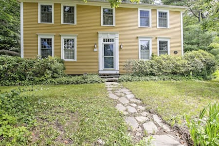 Historic Huntington Home - Walk to Westfield River