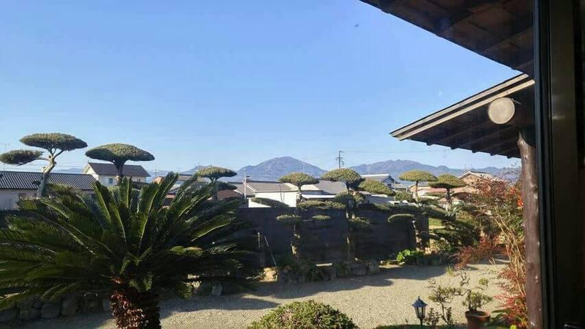 伊勢まつさか農園ハウスは、回りを畑で囲まれた民家スタイルの民泊です。 - Matsusaka-shi