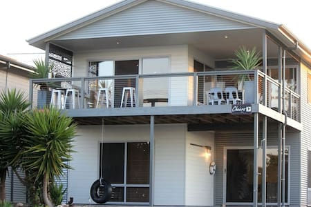'Cheers Beach House' Point Turton *****
