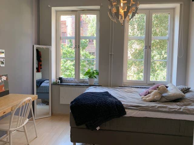 Double room in amazing apt. in top location!