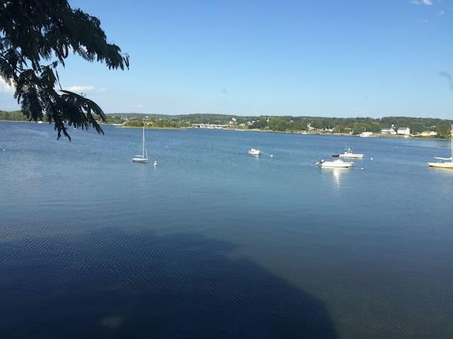 "Newport County Waterfront ""Sanctuaire Cotier"""