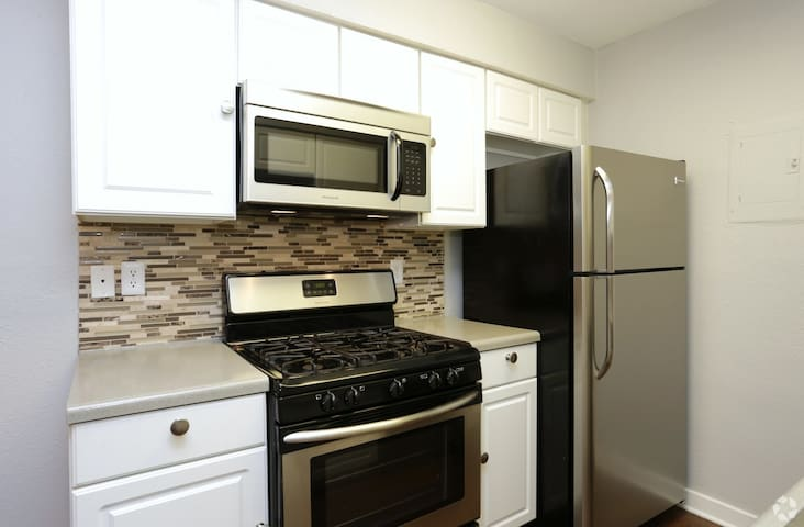1BD/1BR Convenient Location Comfy & nice amenities