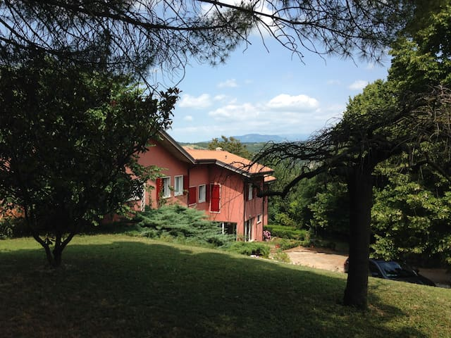 Relax ,pace e natura  a 4,6 km dal centro - เวโรนา - บ้าน
