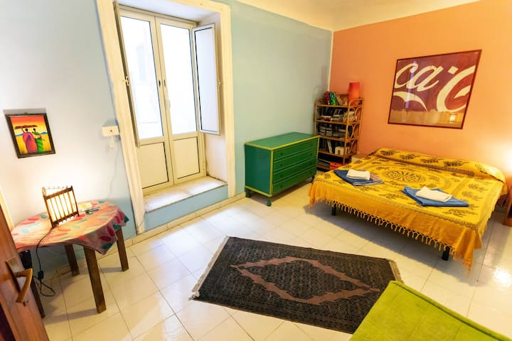 CLEAN- Large quiet room, Wi-Fi, in the city centre