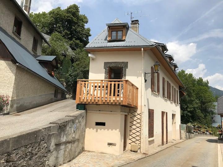 'Cycle & Ski Oisans' The Village House, Allemond