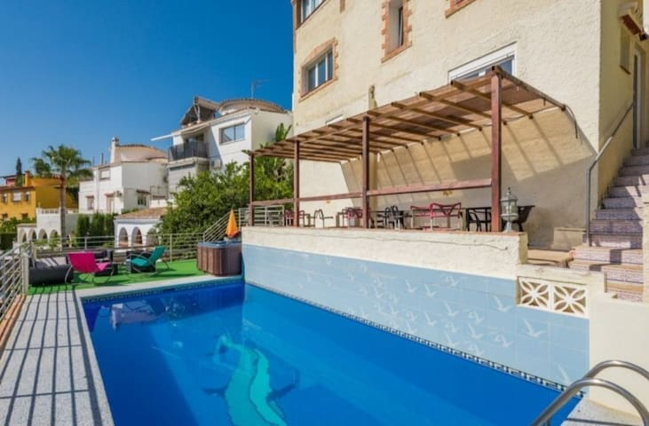 Beautiful 1 bed apartment with pool and jacuzzi A