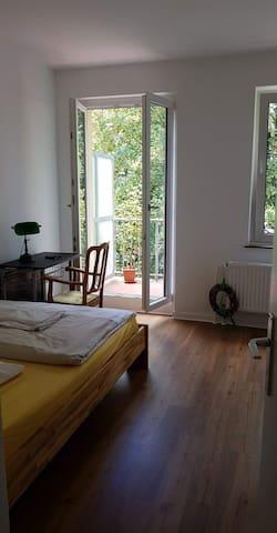 A Room in green neighborhood. 3 min from Eurogress