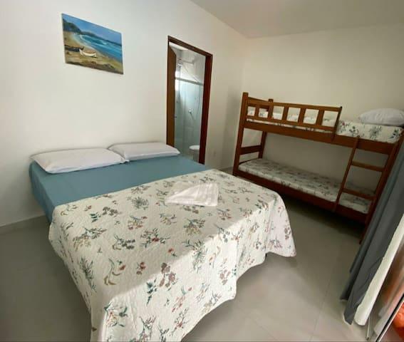 Suite 1  - Cama de Casal + beliche  - Ar-condicionado
