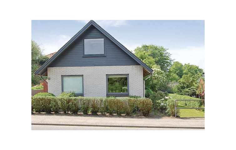 Holiday cottage with 5 bedrooms on 204 m² in Fredericia