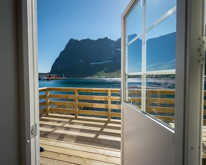 Reine seaview cabin