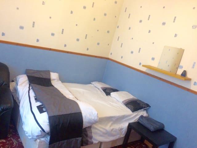 Cozy Double Room in Cheetam hill. - แมนเชสเตอร์ - บ้าน