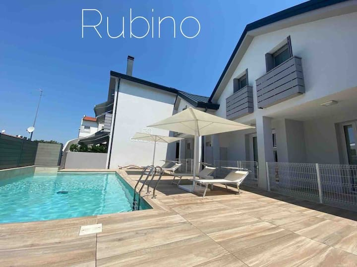 JESOLO VILLETTA RUBINO, NEW, HEATED POOL,6 PERSON