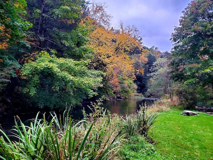 Gorgeous Chalet, Stunning Nature Setting Near PSU