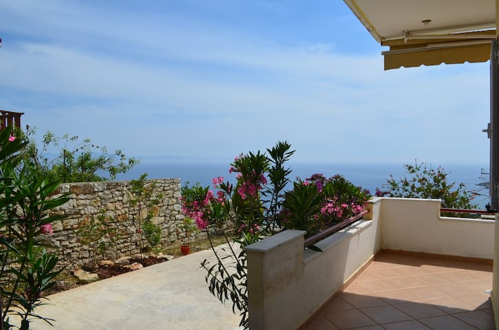 Sea View Apartment with Garden in Qeparo - 074 - Qeparo - Apartamento