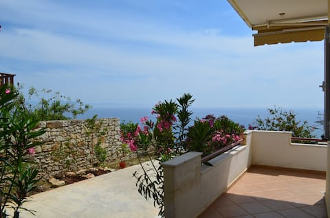 Sea View Apartment with Garden in Qeparo - 074