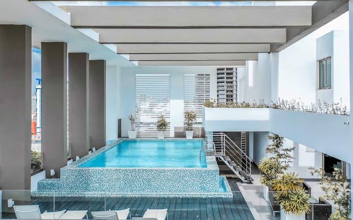 Luxurious 8th Floor W/Ocean Views in Downtown NACO