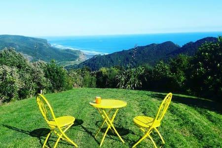 Piha Retreat with spa and epic sea views!