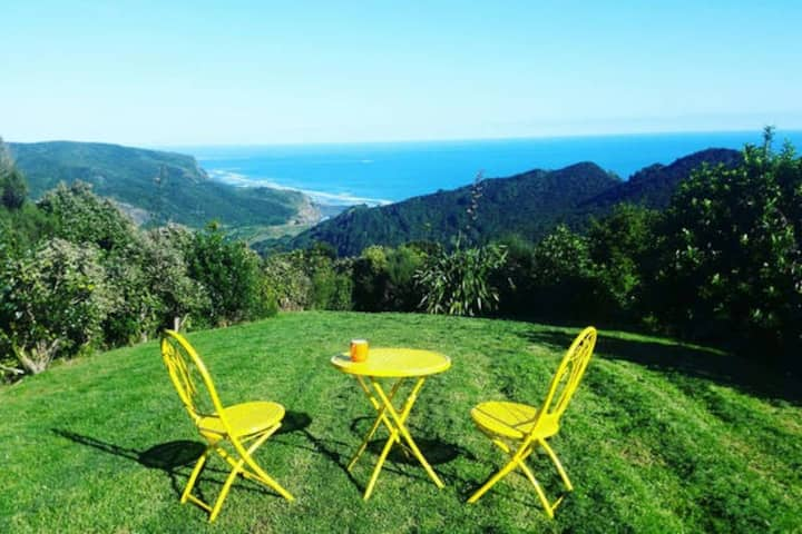 Piha Retreat with spa and epic sea views!