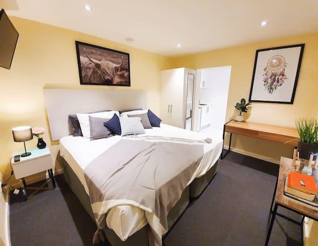 1423 Spacious Ground Floor Studio in Darlinghurst