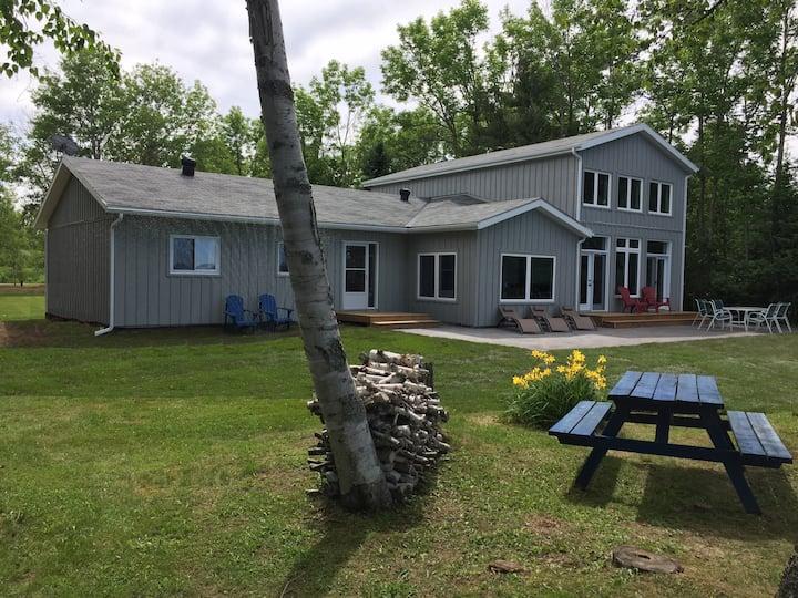 Sunshine Bay Cottage on Lake Bernard