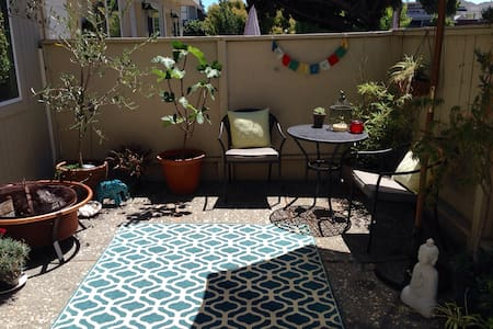 This cute spacious two bedroom apartment is comfortable for your whole family or for a romantic getaway. Located in downtown Petaluma, it is walking to restaurants, shops, wine, theater and the market. Includes a sunny patio, Italian tile downstairs, and coin laundry if you so desire. Vacation awaits!