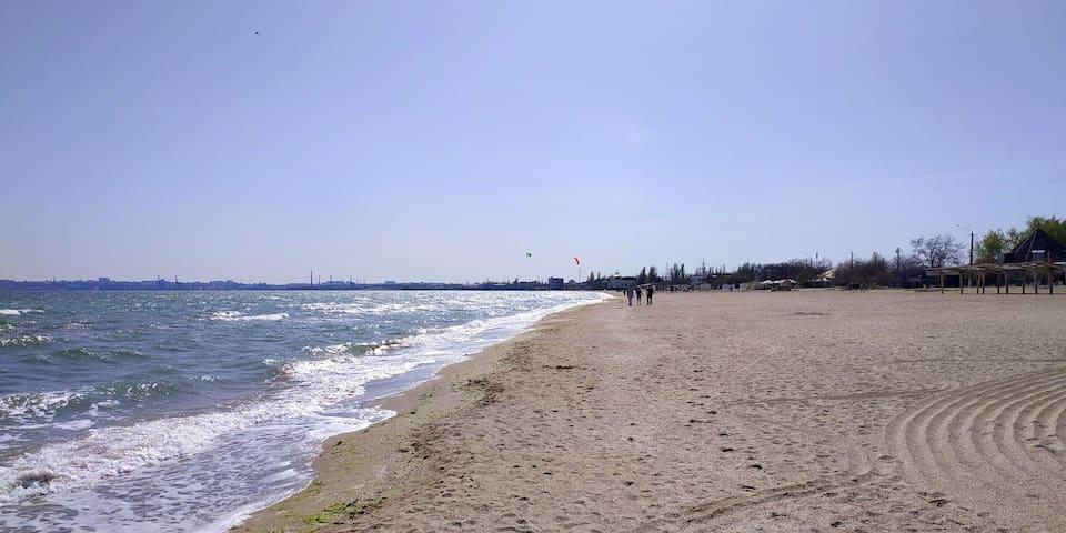 Лузановка ,пляж в апреле