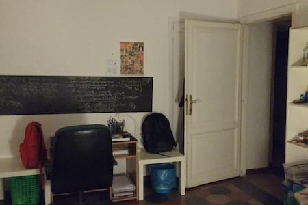Single bed in a double room in San Lorenzo - Roma - Apartment