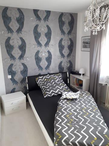 Helles schönes Zimmer 10qm, zentral+ruhig gelegen