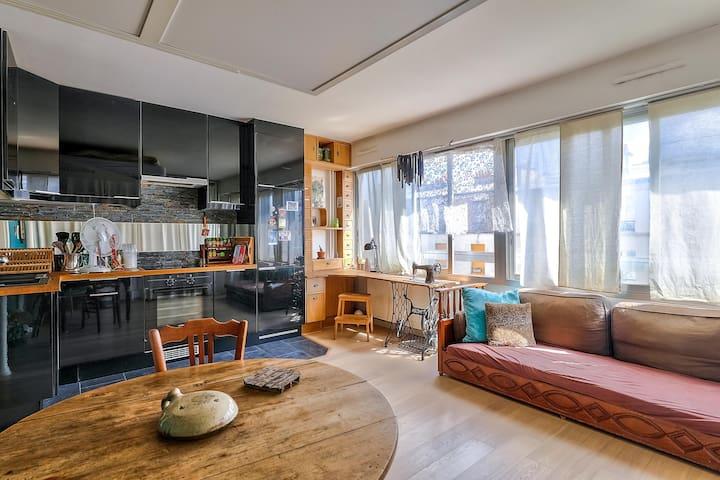 AGENCE PRO - Studio moderne avec une sublime salle de bain