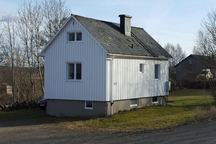 Mysigt litet hus i Tofta nära Varberg - Varberg Ö - Vila