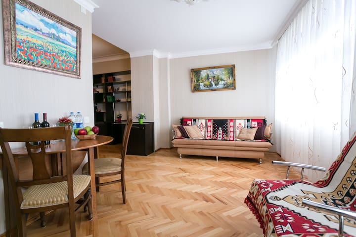 Gorgeous Azneft Apartment with Formula 1 view - Baku - Pis
